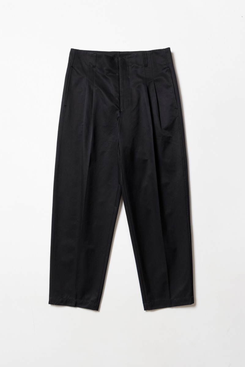 "OOPARTS Carrot-fit Cropped Pants ""Black"""